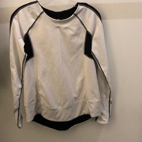 lululemon athletica Tops - Lululemon black and cream LS top, sz 6, 70649
